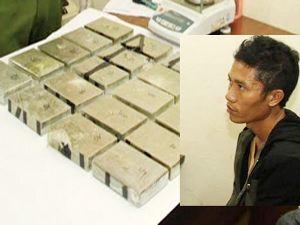 Vác ba lô chứa 20 bánh heroin vào quán cơm