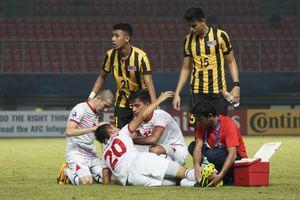 Rợn người cảnh cầu thủ U19 Malaysia đạp gãy chân đối thủ ở giải U19 châu Á