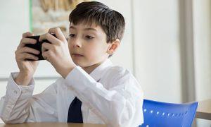 Ở Mỹ, học sinh vi phạm kỷ luật sử dụng điện thoại, mạng xã hội bị xử lý thế nào?