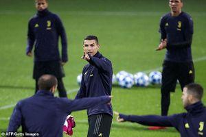 Thoải mái trước đại chiến, CR7 sẽ 'thông nòng' giúp Juventus hạ MU?