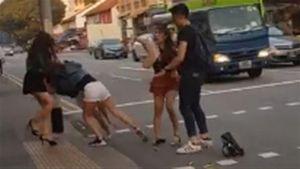 Nhóm phụ nữ nói tiếng Việt đánh nhau giữa đường phố Singapore
