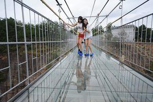 Chóng mặt với mốt du lịch thẳng đứng ở Trung Quốc