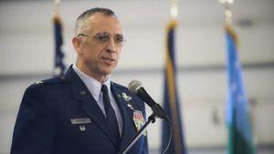 Đại tá Mỹ mất chức vì lái chiến đấu cơ đi gặp người tình