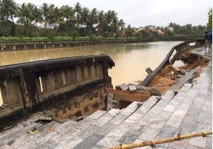 Hai người chết do nước cuốn, hàng nghìn ngôi nhà bị ngập do mưa lớn