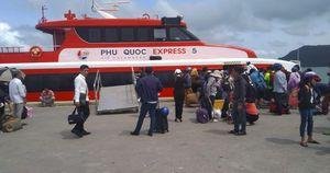 Tàu cao tốc tạm ngưng hoạt động vì bão số 1, nhiều du khách 'kẹt' lại Phú Quốc