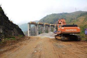 Lào Cai thông tin việc làm đường qua vai đập thủy điện Tả Thàng