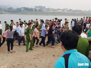 Rủ nhau tắm sông Đà, 8 học sinh chết đuối thương tâm
