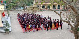 Trang phục truyền thống được dùng làm đồng phục tới trường