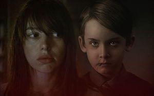 Review 'Hố tử thần': Bộ phim khiến khán giả hoài nghi về những người ngồi ngay cạnh