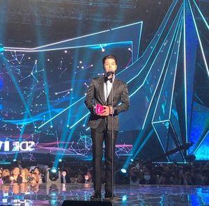 Ảnh hiếm hoi dàn diễn viên trao giải cho BTS, SUJU và NU'EST tại 'The Fact Music Awards 2019'