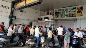 Không đội mũ bảo hiểm sẽ không được đổ xăng ở Ấn Độ