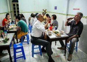 Quán bún chả 'Obama' bị tố để khách chờ lâu mà không dọn món ăn