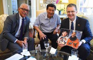 Nhà du hành vũ trụ Mỹ, Cựu Giám đốc NASA thăm Việt Nam, gặp Tướng Phạm Tuân