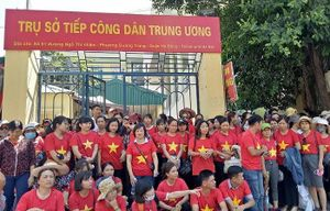 Hà Nội cũng nên nói một lời với hơn 2.000 giáo viên hợp đồng