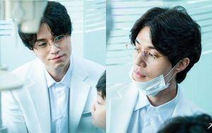 'Strangers From Hell' phát hành hình ảnh đầu tiên của nha sĩ điển trai Lee Dong Wook