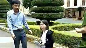 Cô giáo quỳ trong sân UBND tỉnh: 'Không phải van xin mà...'
