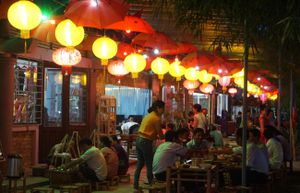 Trải nghiệm thú vị với phiên chợ đêm ở cầu ngói Thanh Toàn