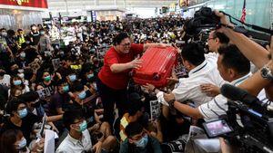 Sân bay Hong Kong 'thất thủ', hành hương về Mecca vào top ảnh tuần