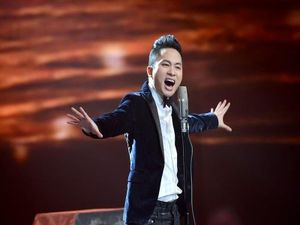 Ca sĩ Tùng Dương hát rock với dàn nhạc giao hưởng