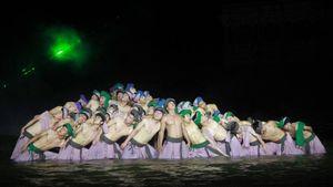 Nghệ sĩ lội nước, dầm mưa phục vụ du khách trên sân khấu 'Ký ức Hội An'