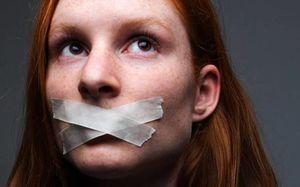 Quấy rối, phân biệt giới tính và thỏa thuận 'bịt miệng' nơi công sở