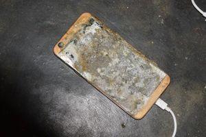 Sử dụng điện thoại trong lúc đang sạc pin, 1 thanh niên tử vong