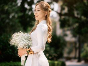 Á hậu Phương Nga mặc áo dài khoe nét đẹp thướt tha trước khi chia tay ĐH Kinh tế Quốc dân, lộ diện bảng thành tích cực ấn tượng