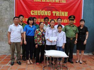 Công an huyện Mê Linh hỗ trợ nuôi 2 em học sinh có hoàn cảnh khó khăn