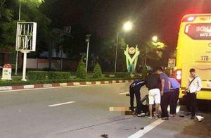 Hai nữ sinh đi xe máy thương vong sau va chạm với xe khách
