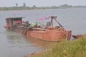 Nam Trực-Nam Định: Cần làm rõ việc nhiều tàu 'lạ' khai thác cát trên sông Hồng