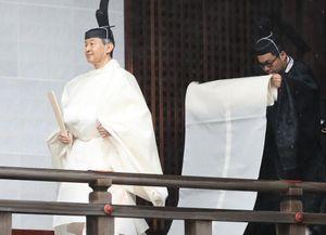 Nhật hoàng dâng đồ ăn lên nữ thần mặt trời trong nghi lễ 25 triệu USD
