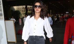 Hoa hậu Thế giới 2000 tái xuất xinh đẹp, thanh lịch ở sân bay Mumbai
