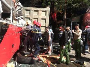 Thanh Hóa: Giải cứu 3 người mắc kẹt trong vụ tai nạn xe khách