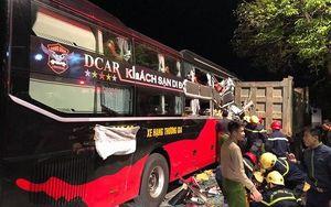Giải cứu 3 người mắc kẹt trên xe khách sau vụ tai nạn giao thông ở Thanh Hóa