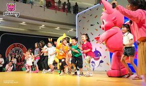 Bộ đội 'tỷ view' Pinkfong và Baby Shark 'thăm' trẻ em Việt Nam mùa Giáng sinh