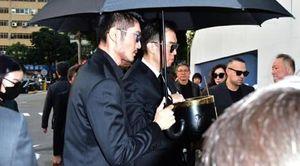 Gia đình, bạn bè đau buồn đưa tang Cao Dĩ Tường