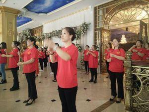 Dừng các hoạt động biểu diễn nghệ thuật của hơn 2.000 người Trung Quốc