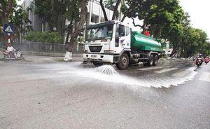 Nhiều tuyến phố Hà Nội được 'tắm' trở lại sau 3 năm tạm dừng