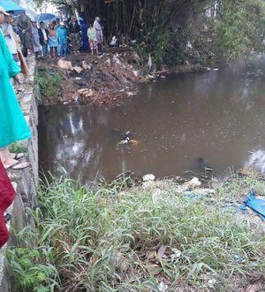 Tá hỏa phát hiện thi thể thanh niên dưới mương nước