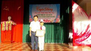 Hà Tĩnh: Tuyên dương học sinh nhặt được 18 triệu đồng trả lại người mất