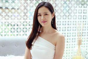 U40 nhưng chị đẹp Son Ye Jin vẫn giữ được làn da không tì vết
