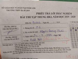 Viết nhầm tên lớp trong bài thi học sinh nhận được lời nhắn bất ngờ từ giáo viên