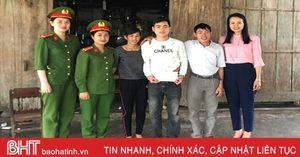 1.268 suất quà của các cấp hội phụ nữ đến với tân binh Hà Tĩnh
