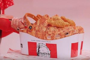 Hãng KFC bán guốc cao su, thơm mùi gà rán giá 60 USD