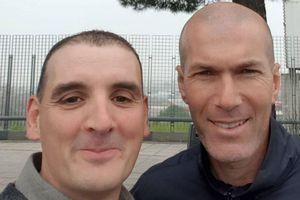 Zidane chụp ảnh cùng CĐV sau va chạm giao thông