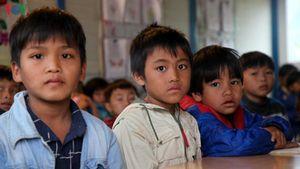 Lai Châu đo thân nhiệt cho giáo viên và học sinh khi trở lại trường