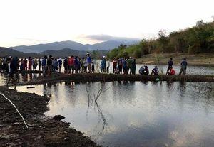 Tìm thấy thi thể nam sinh lớp 10 mất tích khi chèo thuyền chơi trên hồ