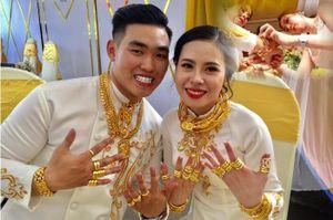 Gia thế kiều nữ tặng em gái 2,5 tỉ và 49 cây vàng ngày cưới, đeo toát mồ hôi