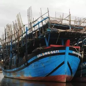 Quảng Nam: Tàu câu mực bốc cháy lúc nửa đêm, nghi do chập điện