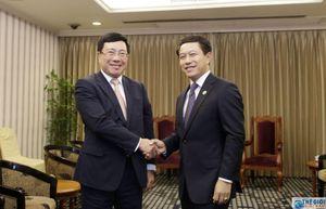 Phó Thủ tướng Phạm Bình Minh gặp song phương với Bộ trưởng Ngoại giao Lào
